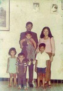 Prime Minister Hun Sen, His Spouse Bun Rany Hun Sen, and their children. Photo courtesy: Facebook